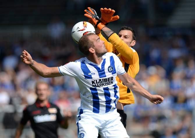 Gewinnt Hoffer wieder ein Kopfballduell? Unser Tipp: Bielefeld gegen KSC endet unentschieden