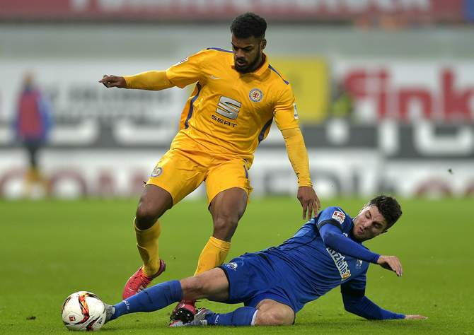 Während Braunschweigs Ofosu-Ayeh wohl ausfällt, will Stoppelkamp mit Paderborn punkten © Imago