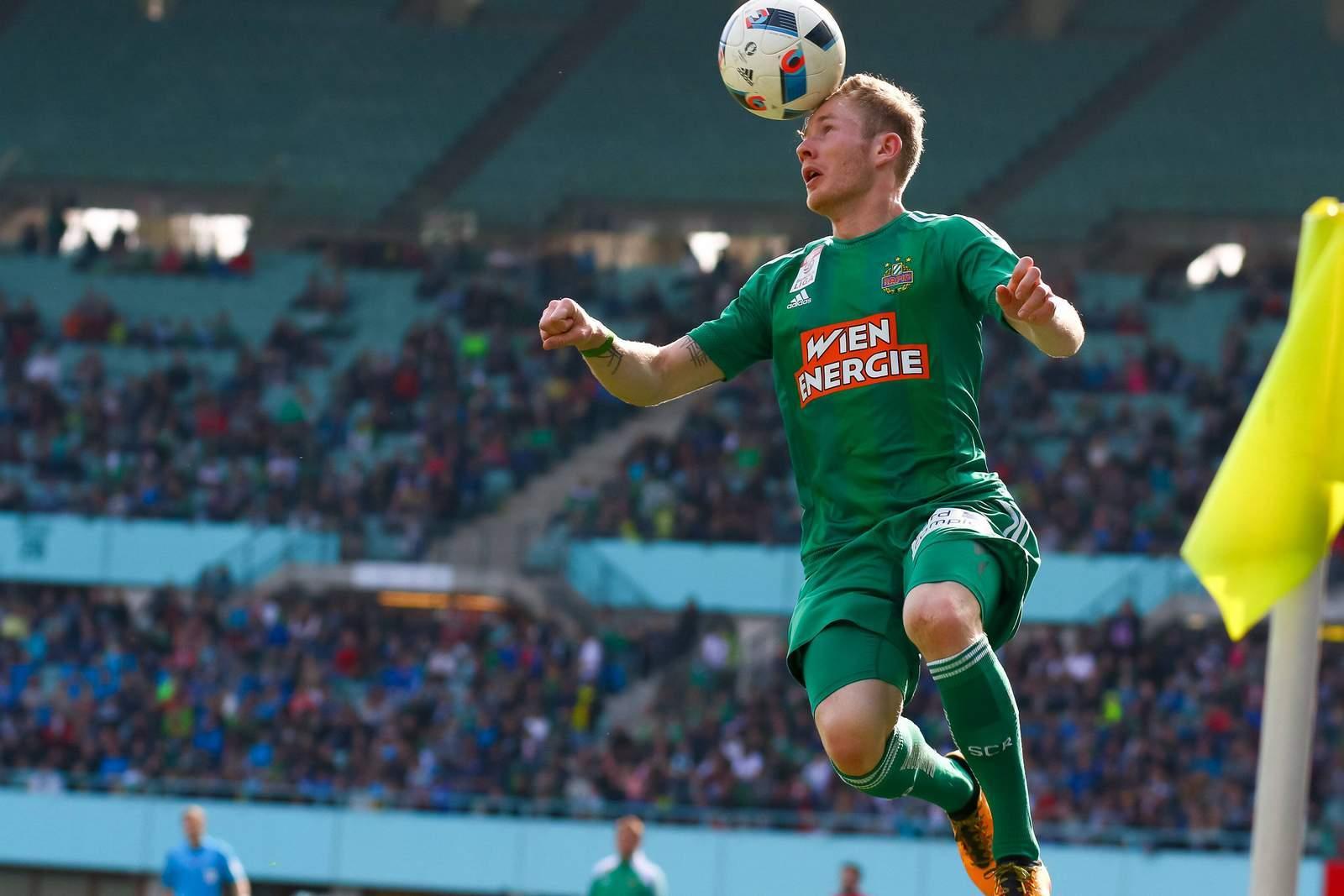 Florian Kainz nimmt Ball an