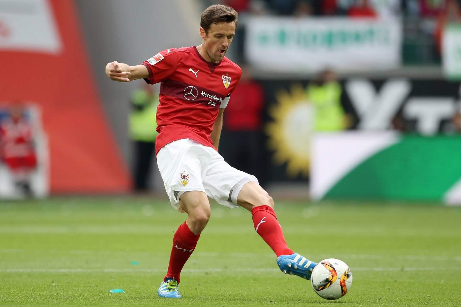 Christian Gentner ist für den VfB Stuttgart am Ball.