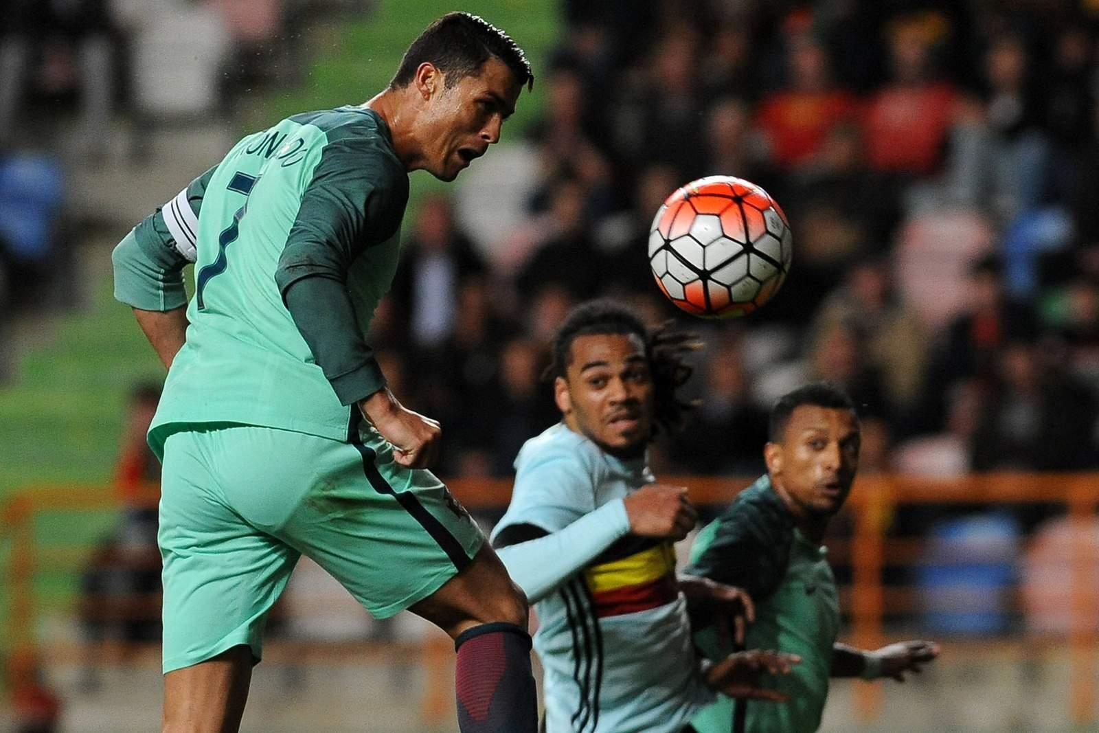 Cristiano Ronaldo beim Kopfball. Unser Tipp: Portugal gewinnt gegen Wales - aber frühestens in der Verlängerung.