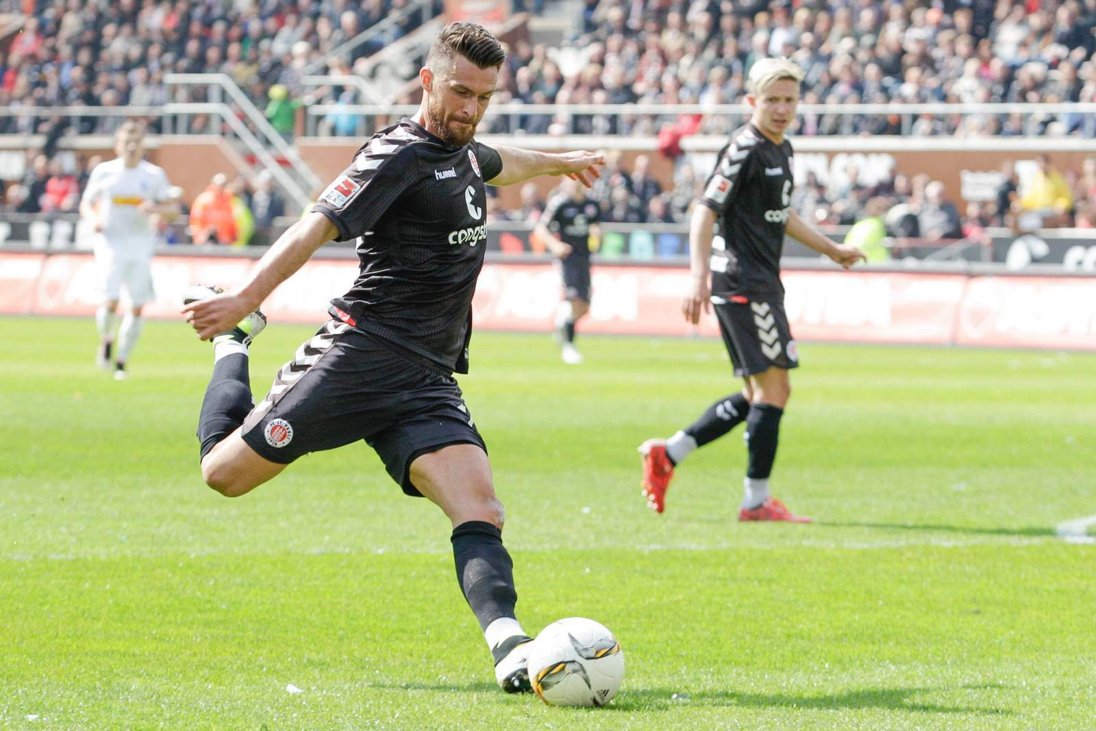Enis Alushi vom FC St. Pauli