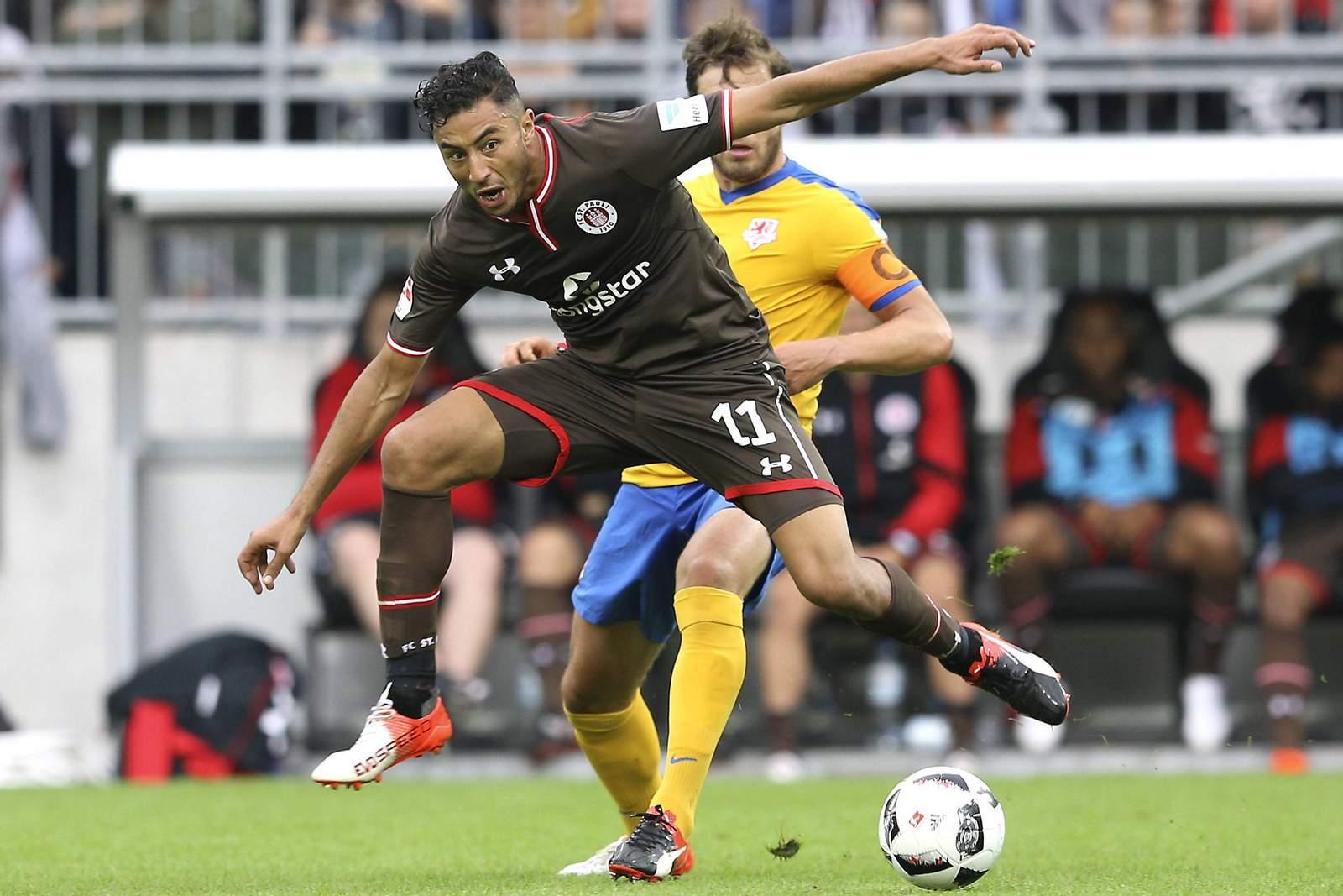 Aziz Bouhaddouz im Spiel gegen Braunschweig