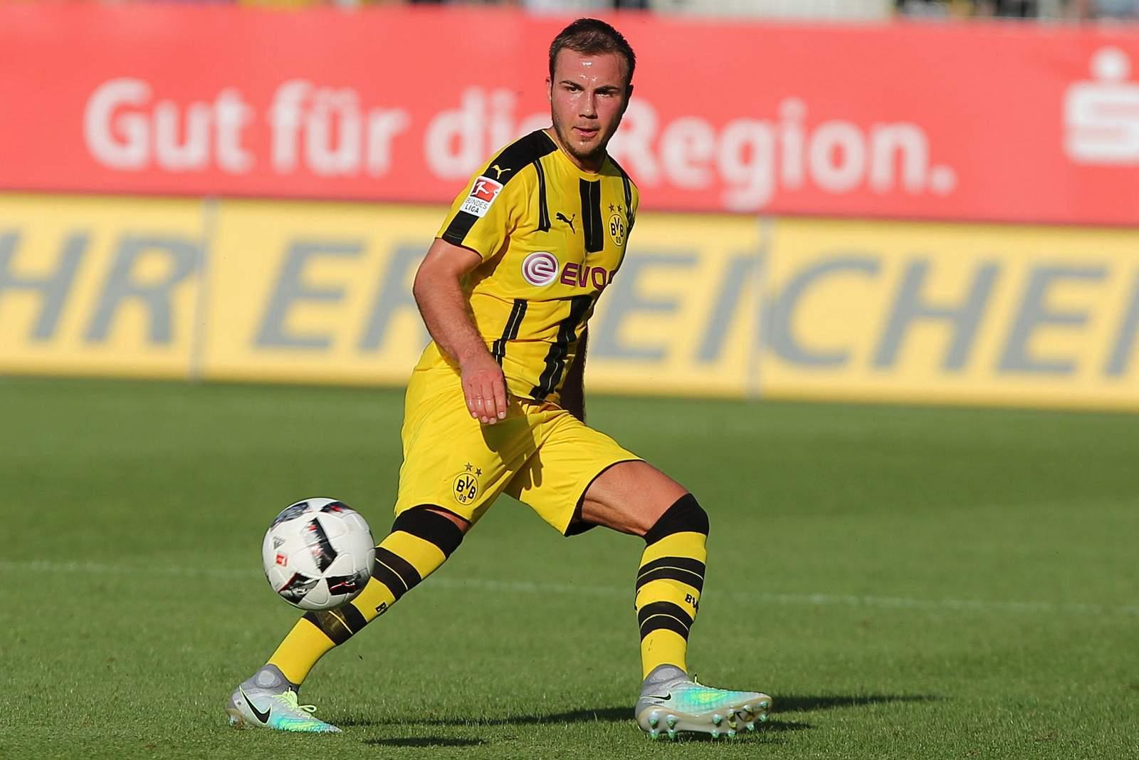 Mario Götze am Ball. Jetzt auf BVB gegen Sporting wetten!