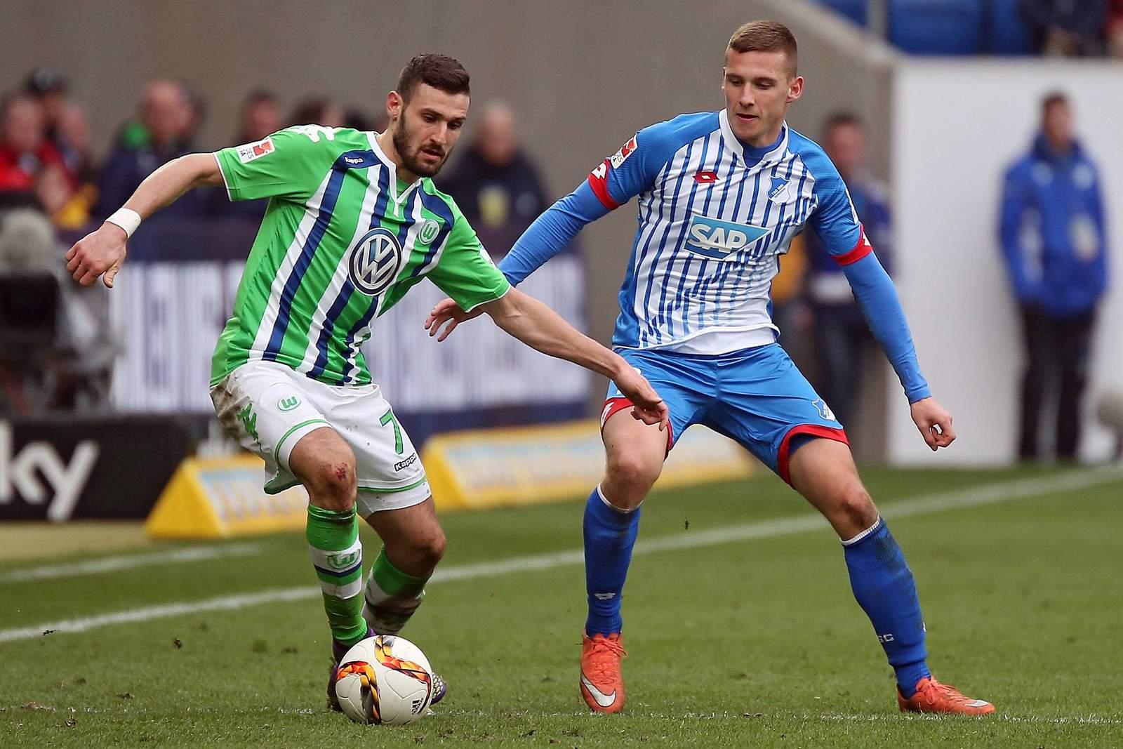 Pavel Kaderabek stellt Daniel Caligiuri. Jetzt auf Hoffenheim gegen Wolfsburg wetten!