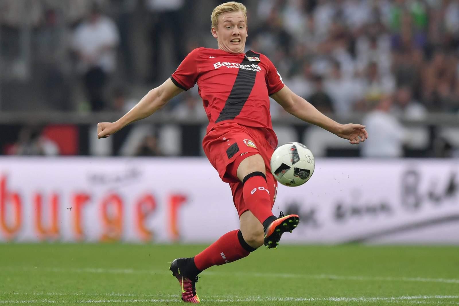 Julian Brandt am Ball. Jetzt auf Leverkusen gegen Hertha BSC wetten!