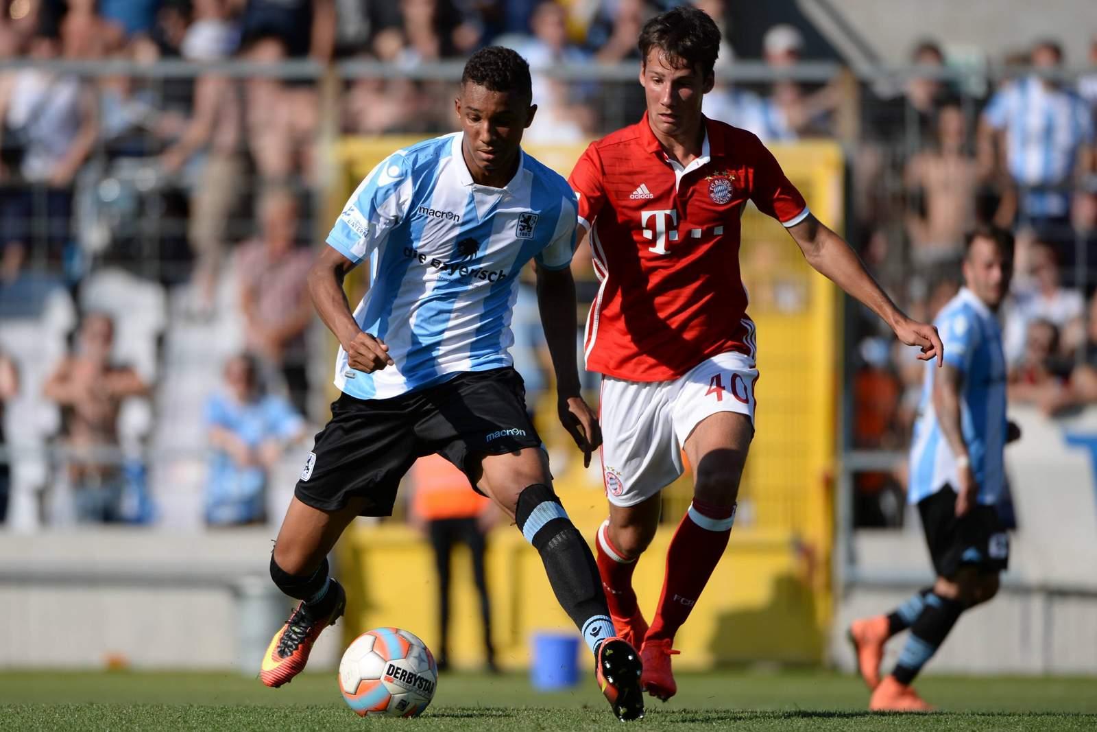 Ohis Felix Uduokhai im Derby der 2. Mannschaften von 1860 München und dem FC Bayern.