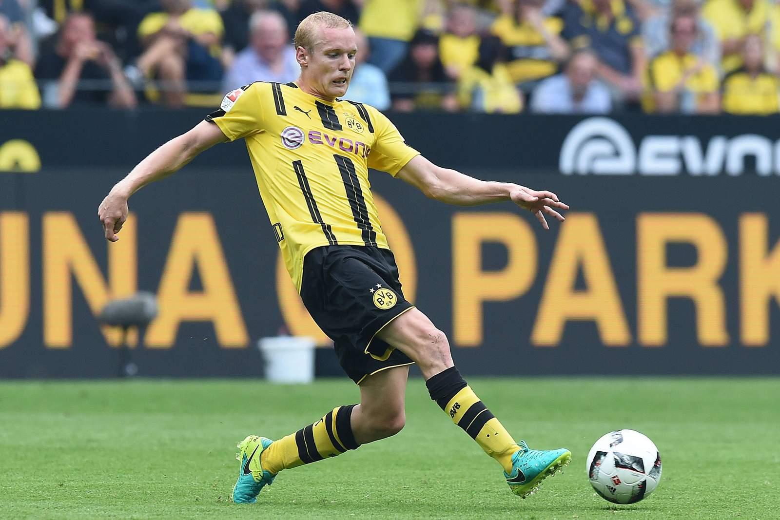 Sebastian Rode am Ball. Jetzt auf Legia Warschau gegen BVB wetten!