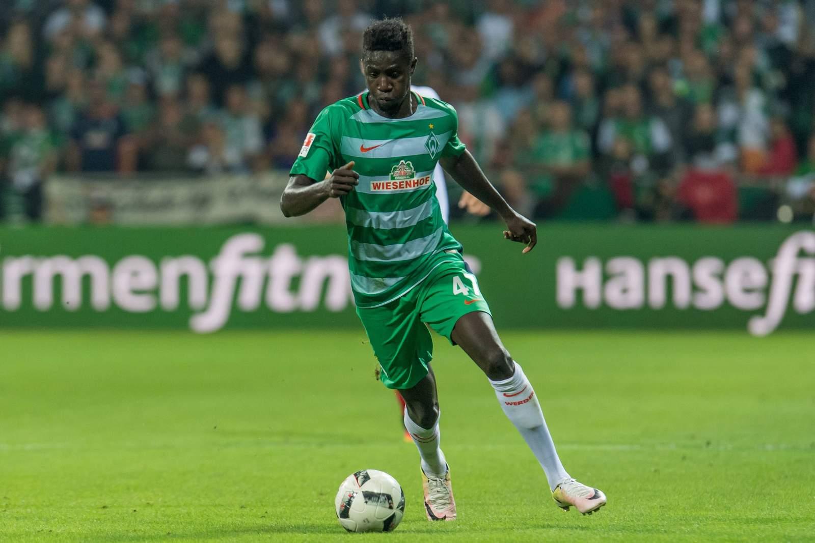 Ousman Manneh im Dribbling. Jetzt auf Leipzig gegen Werder Bremen wetten!