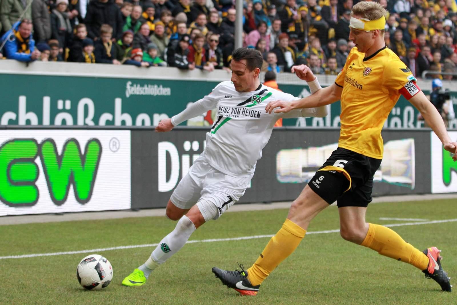 Edgar Prib von Hannover 96 gegen Dresdens Marco Hartmann