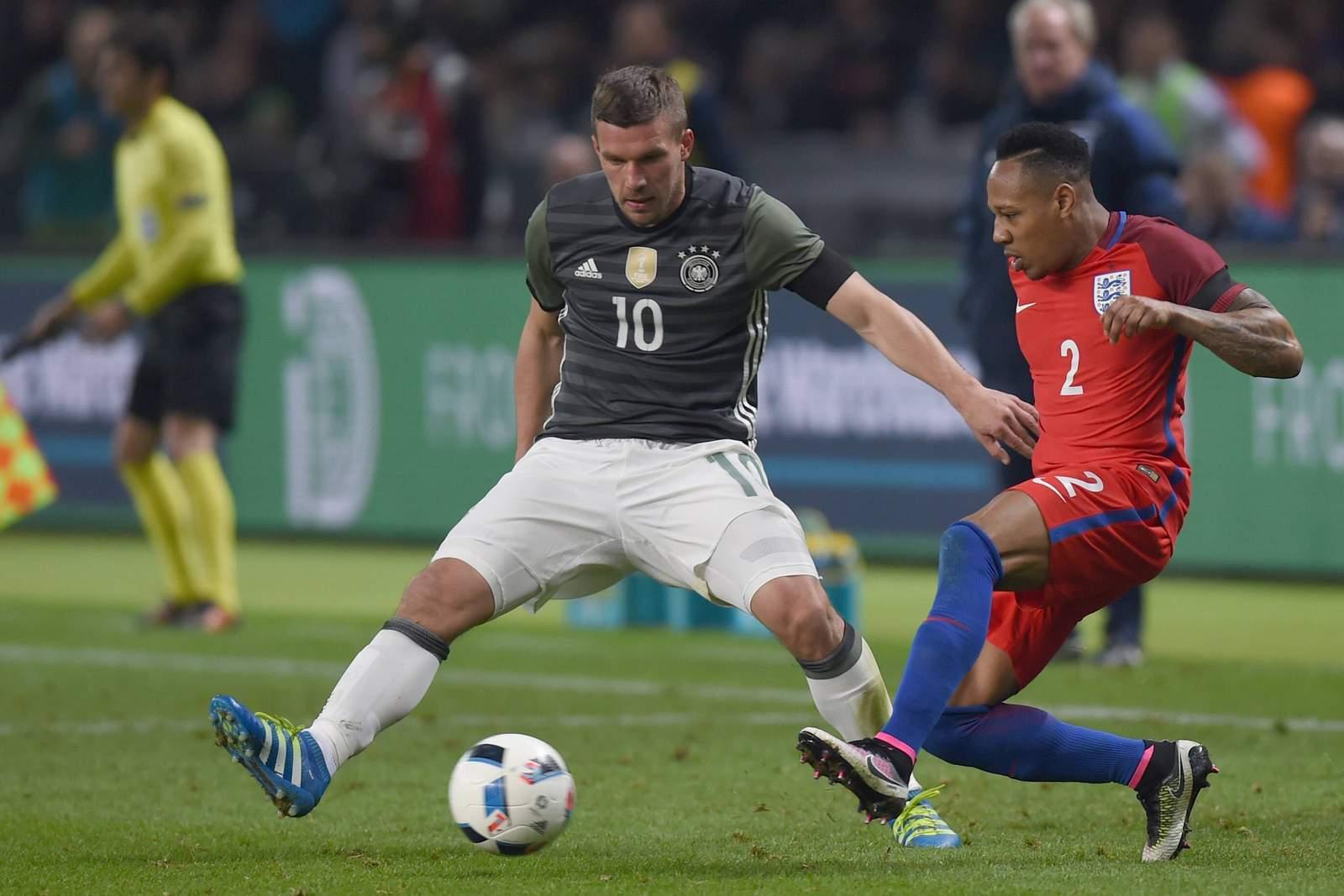 Setzt sich Podolski gegen Clyne durch? Jetzt auf Deutschland gegen England wetten