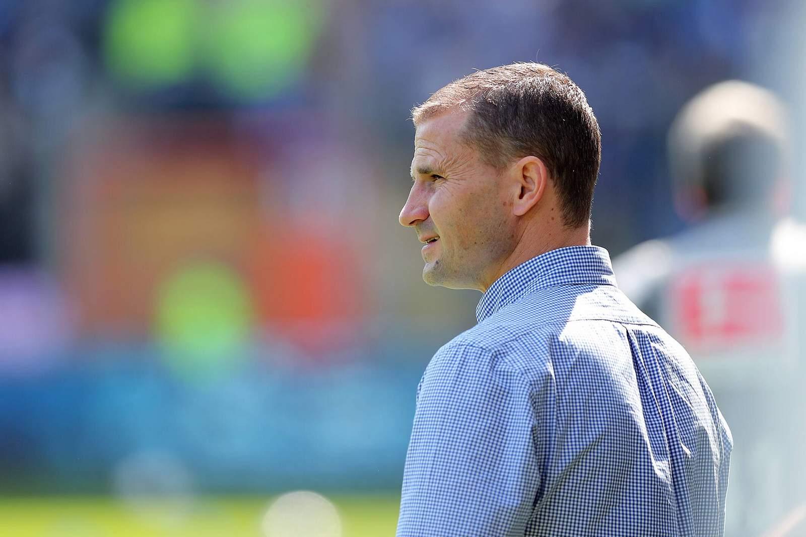 Der Sportliche Leiter von Eintracht Braunschweig Marc Arnold vor dem Spiel
