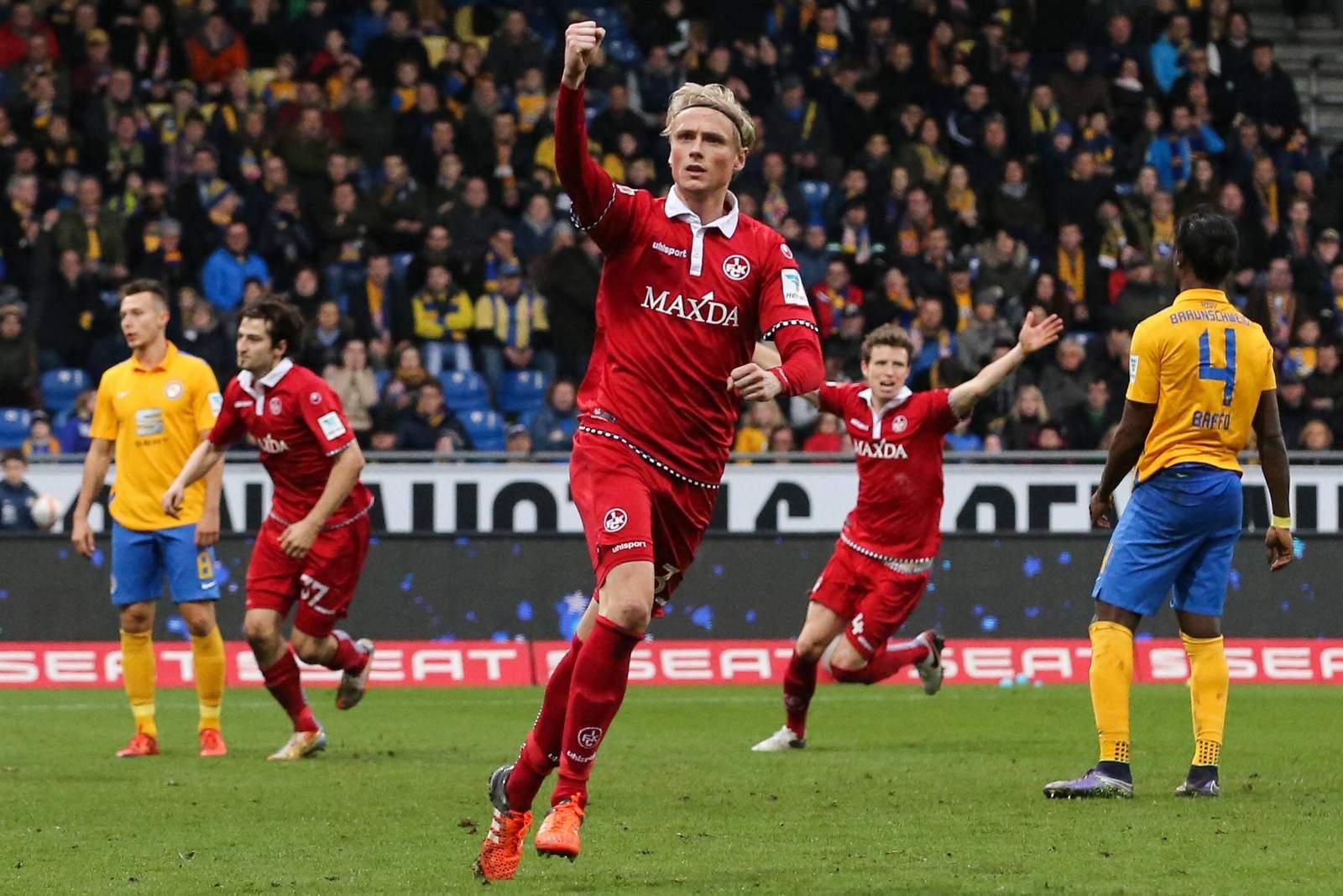 Tim Heubach jubelt nach Tor gegen Braunschweig