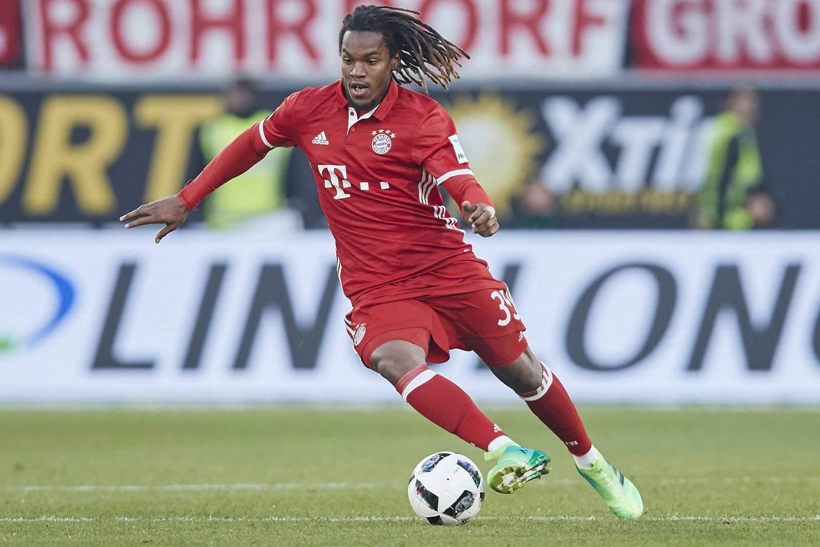 renato sanches vom FC Bayern München am Ball