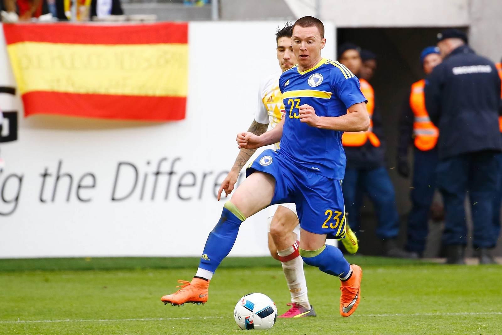 Haris Duljevic für Bosnien am Ball