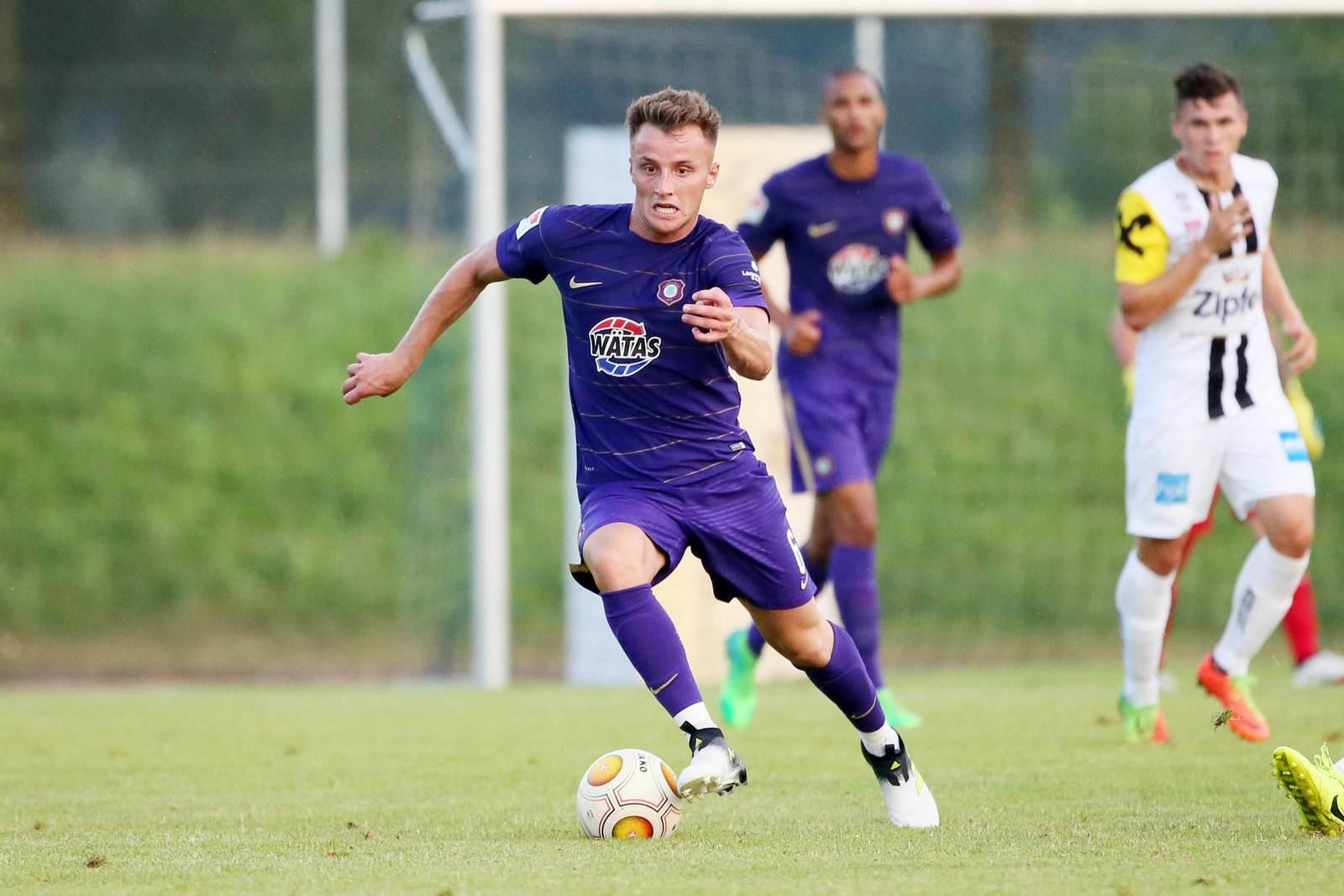 Mirnes Pepic am Ball für Erzgebirge Aue. Er möchte sich beim FCE durchsetzen.