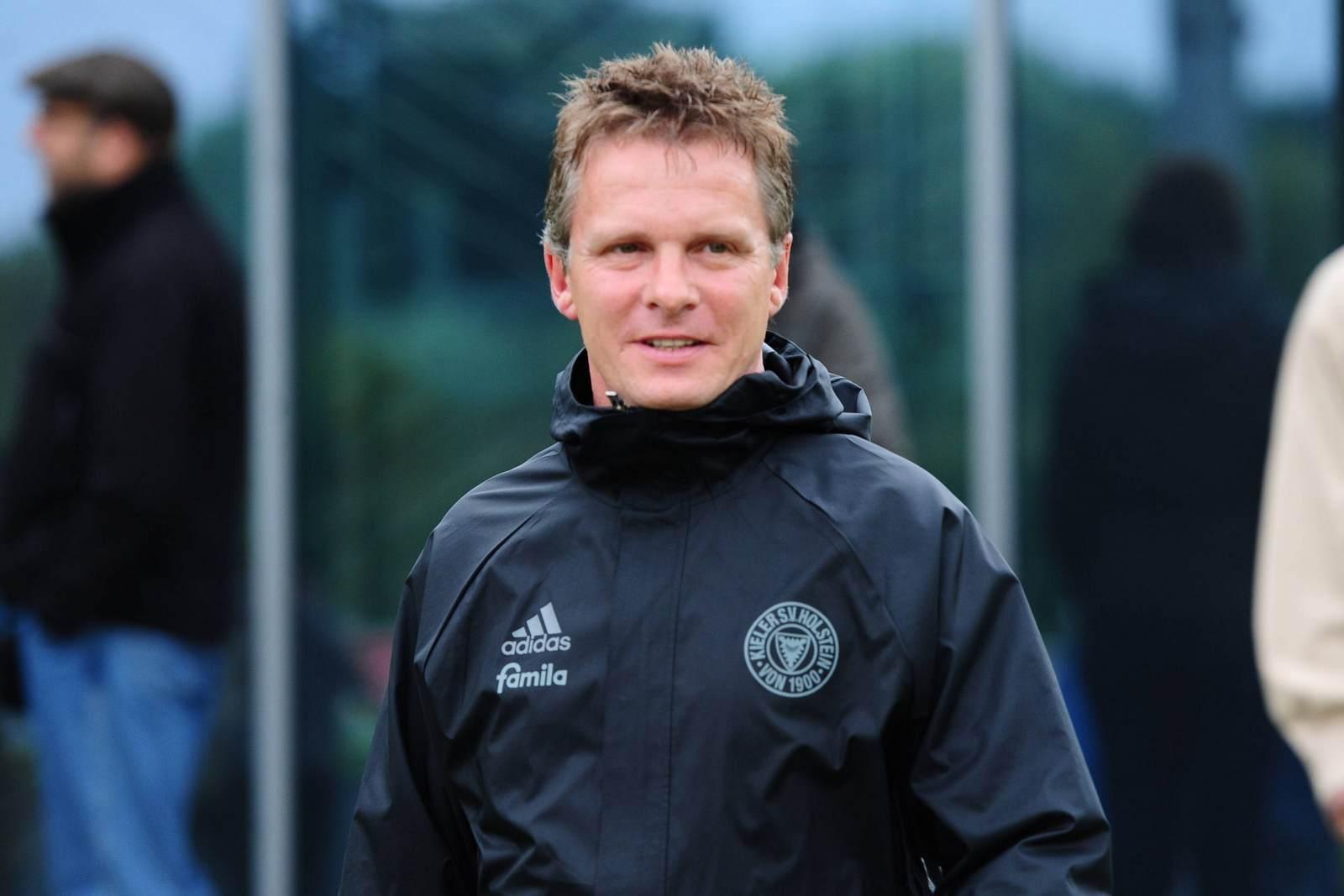 Karsten Neitzel als Trainer von Holstein Kiel. Zuvor trainierte er den VfL Bochum