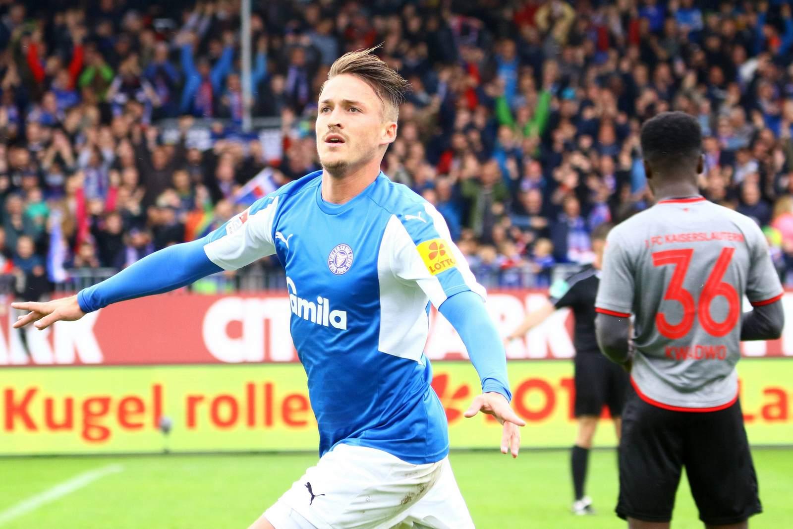 Manuel Janzer jubelt nach dem 2:1 über den 1. FC Kaiserslautern