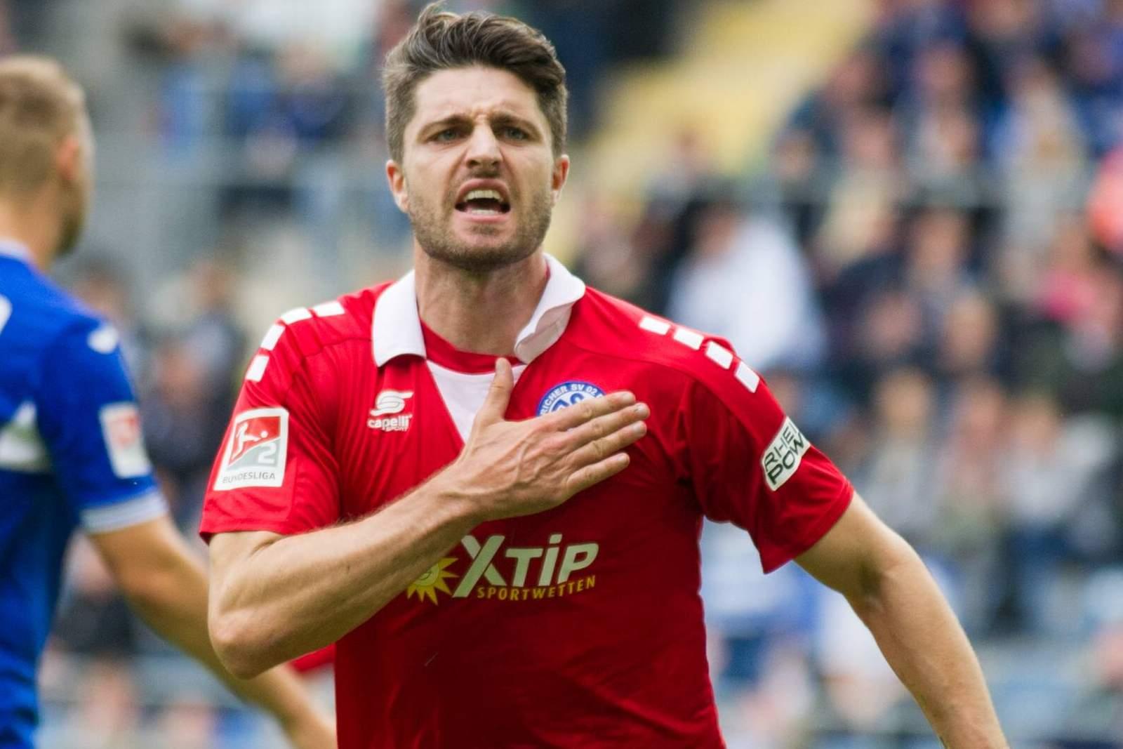 Moritz Stoppelkamp vom MSV Duisburg jubelt nach Tor