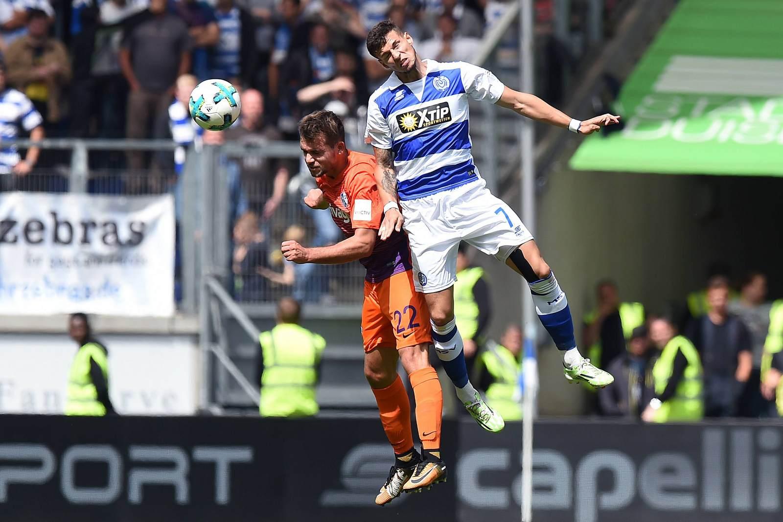 Kevin Stöger im Duell mit seinem Gegenspieler