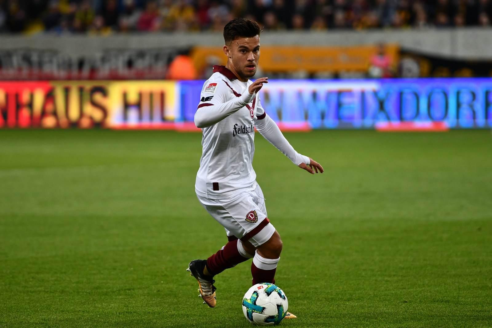 Sascha Horvath am Ball für Dynamo Dresden.