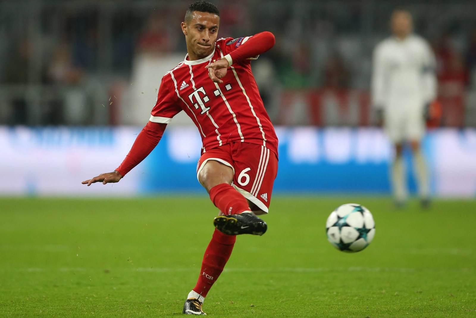 Thiago am Ball für den FC Bayern München. Jetzt auf die Partie Anderlecht gegen Bayern wetten