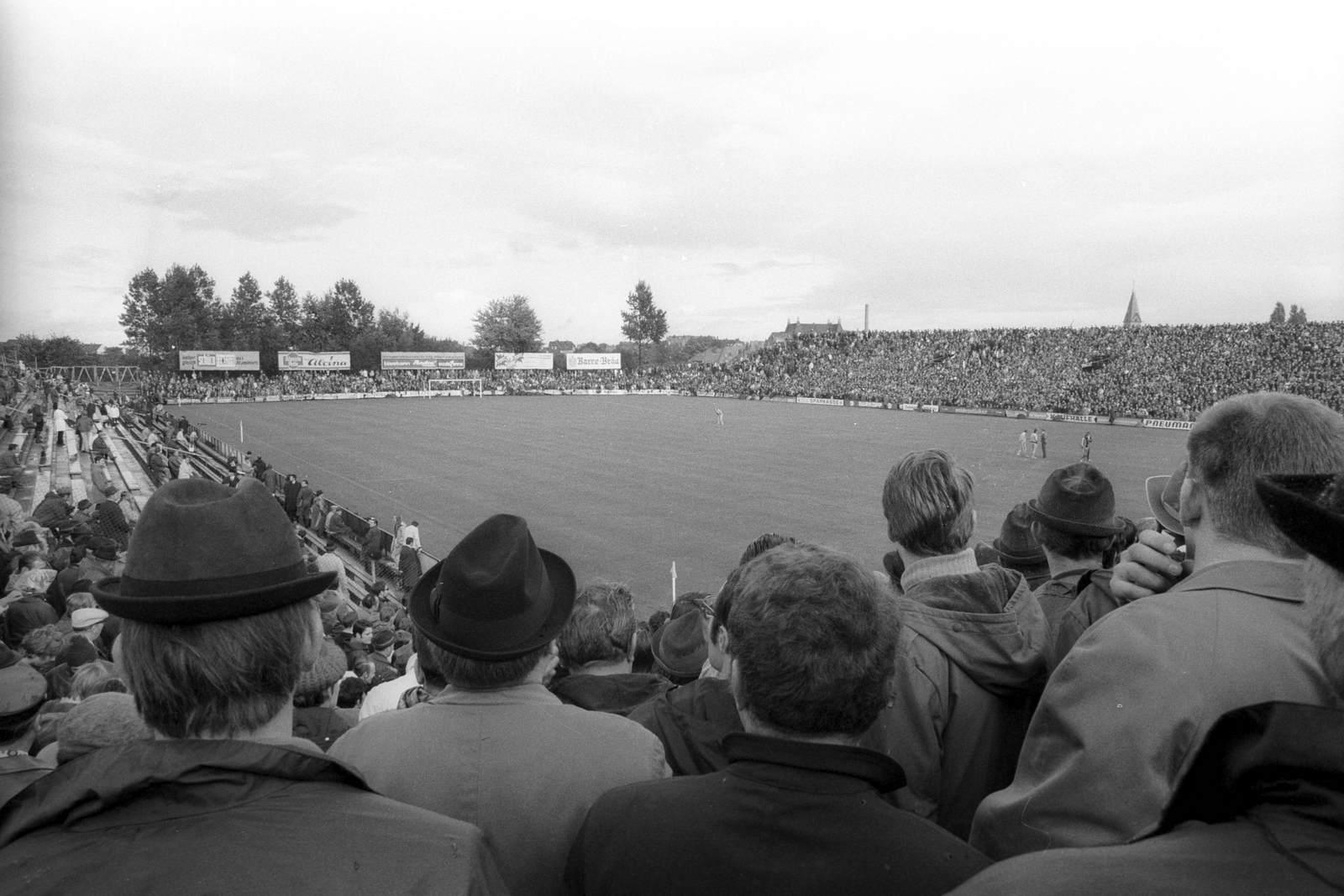 Die Bielefelder Alm am 3. Oktober 1970 beim Spiel der Arminia gegen Bayern München, das mit 1:0 für den DSC endete