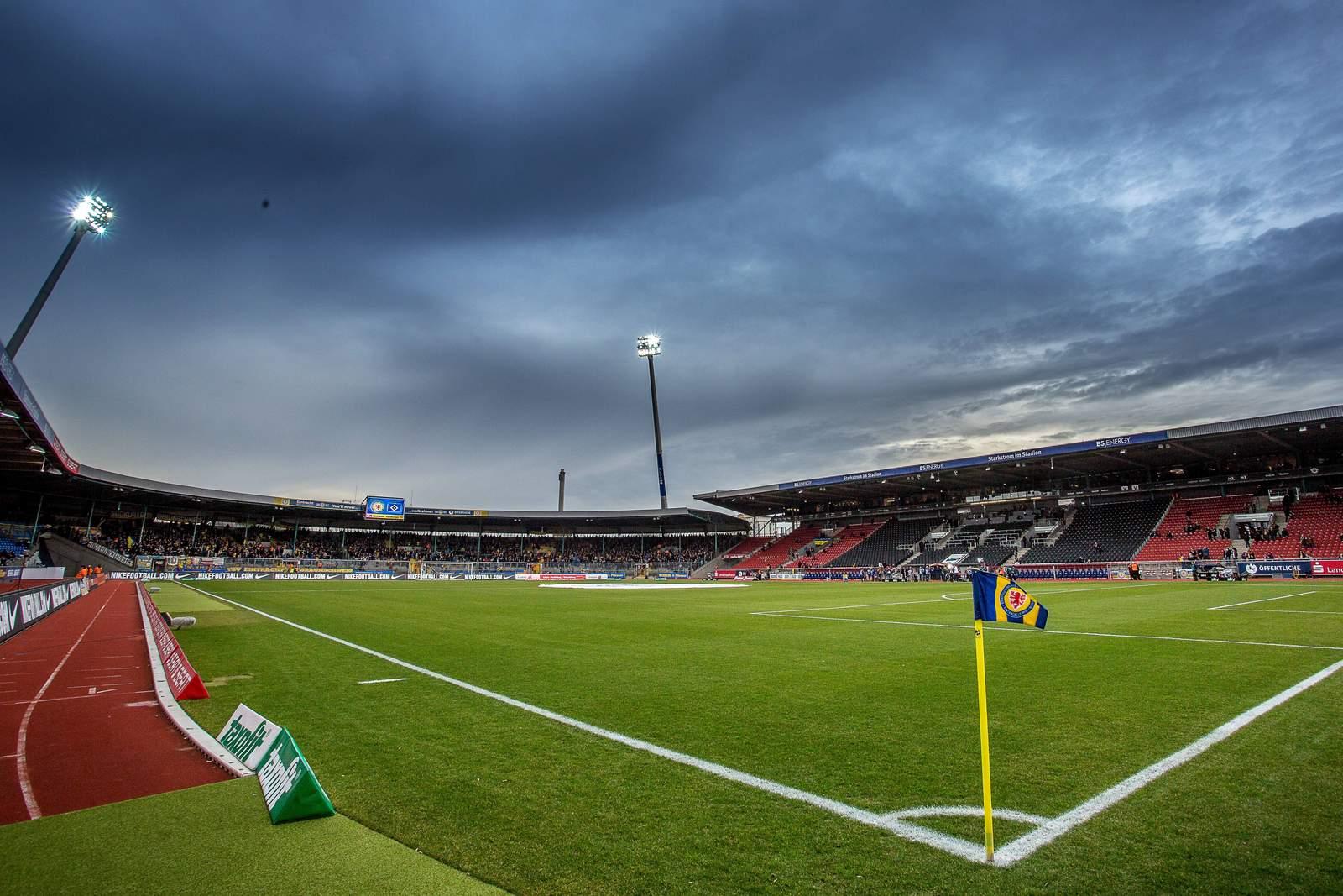 """Eintracht-Stadion Braunschweig, Heimspielort der """"Löwen""""."""