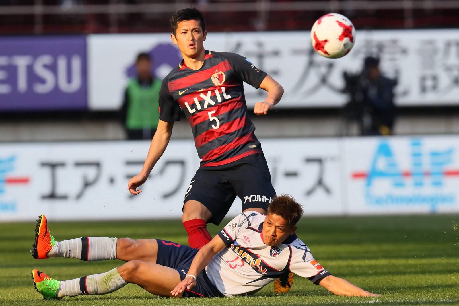 Naomichi Ueda von Antlers schießt aufs Tor