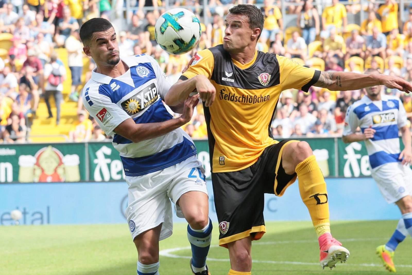 Oliveira Souza vom MSV Duisburg und Philip Heise von Dynamo Dresden
