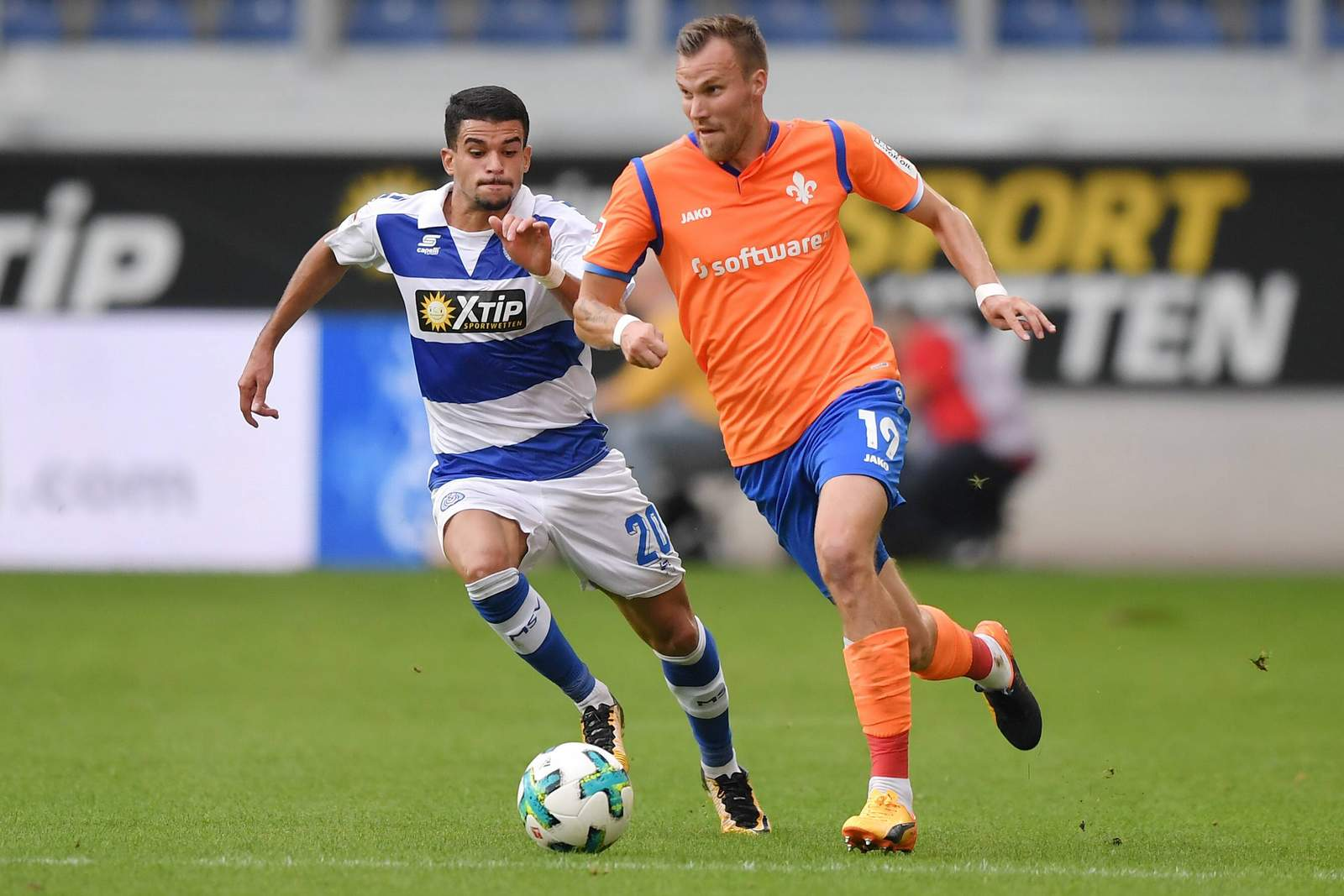 Kevin Großkreutz für Darmstadt 98 gegen Cauly Oliveira Souza vom MSV Duisburg