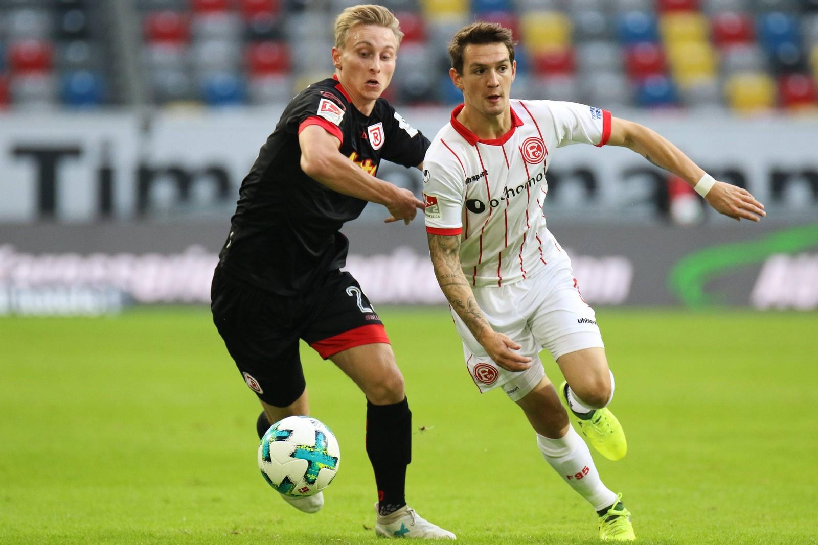 Joshua Mees von Jahn Regensburg und Benito Raman von Fortuna Düsseldorf