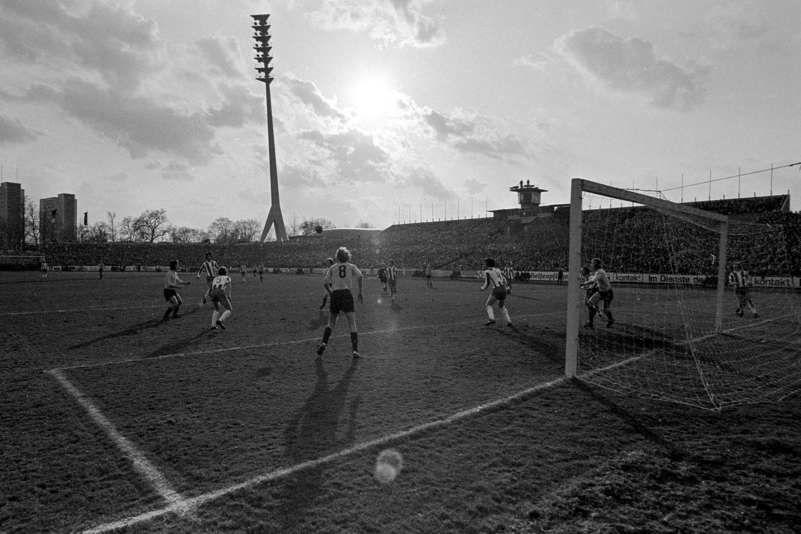 Das Stadion von Dynamo Dresden in der DDR-Oberliga 1976
