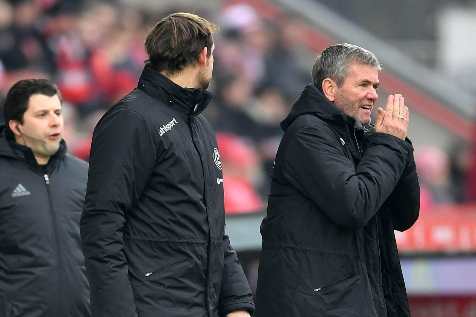 Friedhelm Funkel an der Seitenlinie beim Spiel Union Berlin gegen Fortuna Düsseldorf