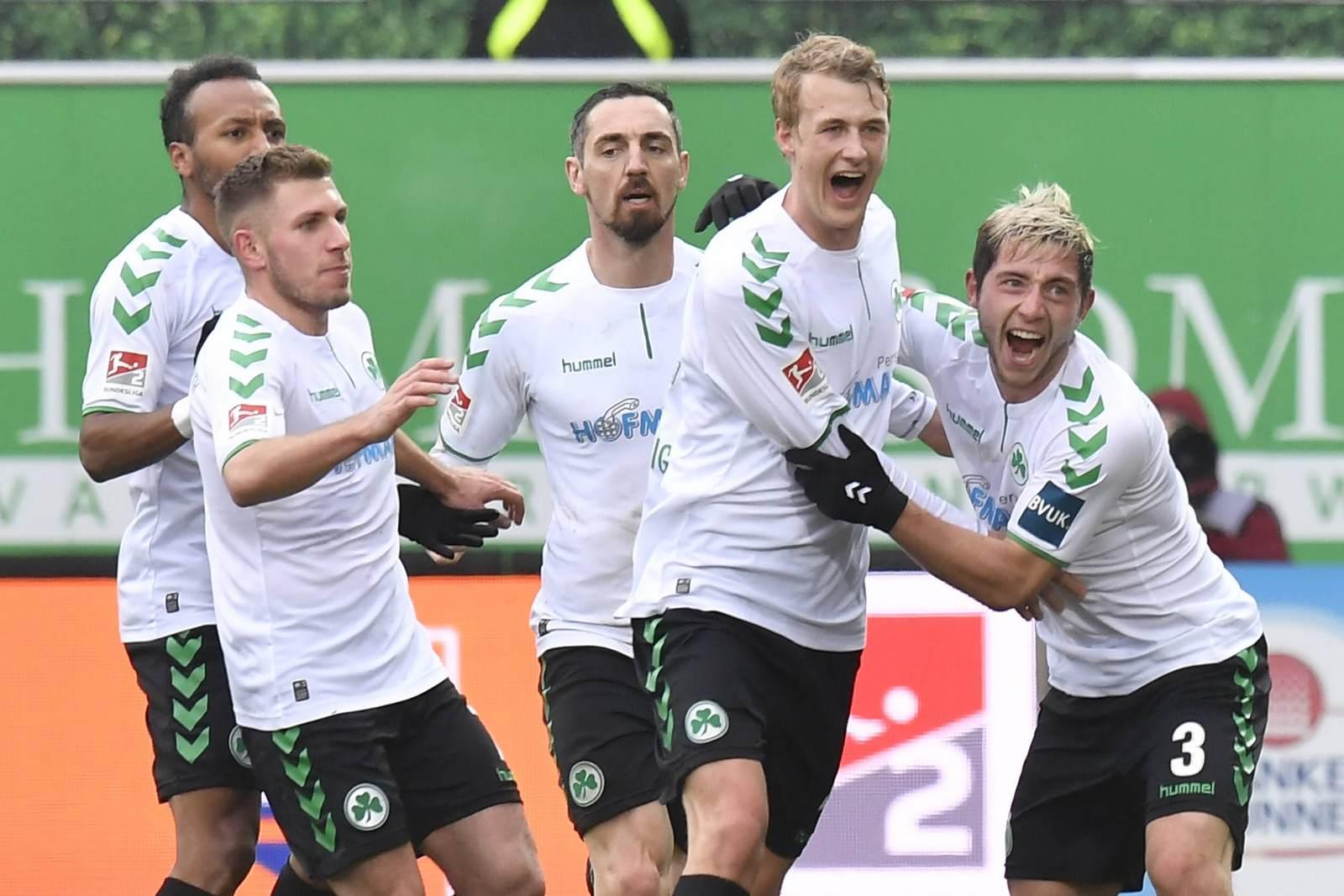 Levent Aycicek, Roberto Hilbert, Lukas Gugganig und Maximilian Wittek feiern