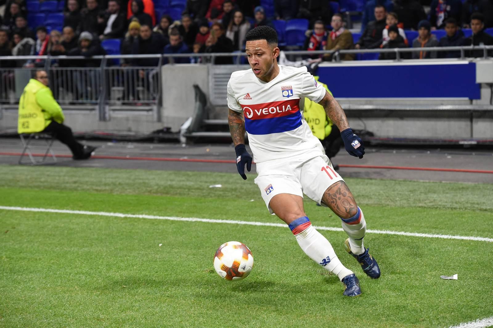 Memphis Depay am Ball für Olympique Lyon. Jetzt auf die Partie Lyon gegen Villarreal wetten.