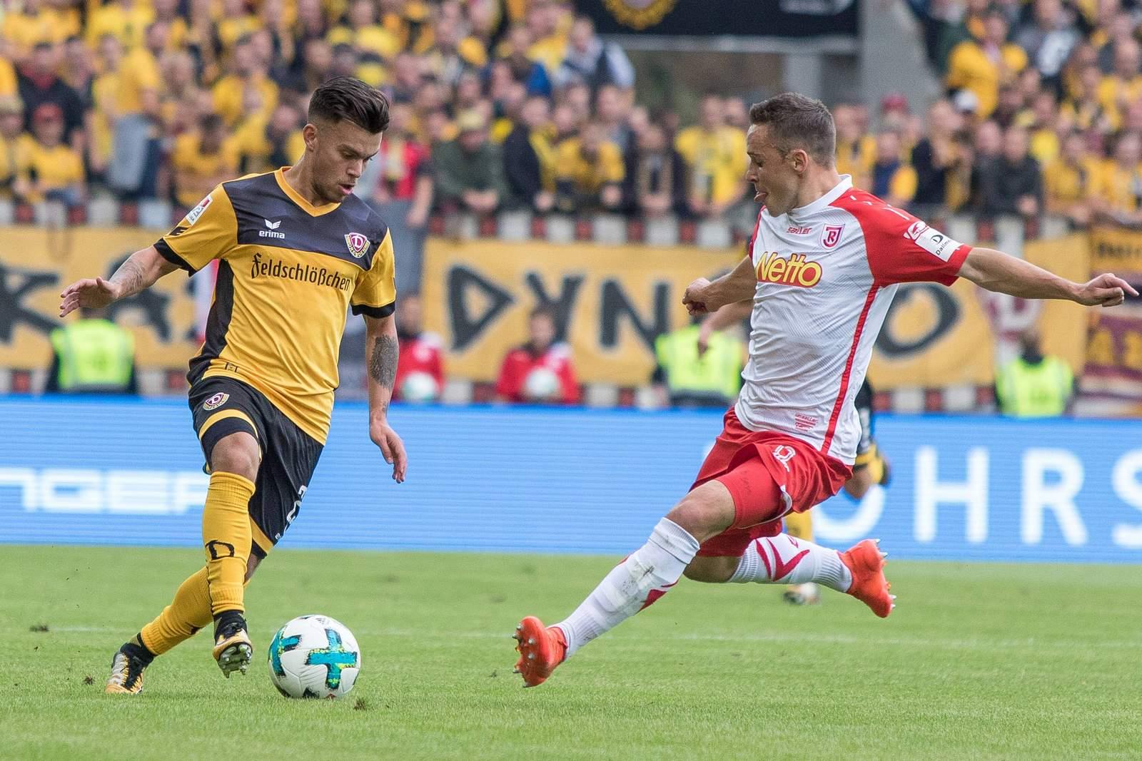 Sascha Horvath (l.) gegen Jahn Regensburg.