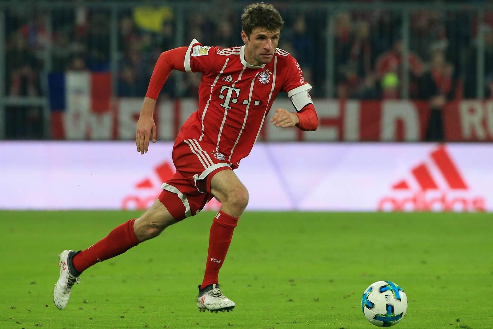 Thomas Müller jagt dem Ball nach. Jetzt auf die Partie Bayern München gegen Düsseldorf wetten