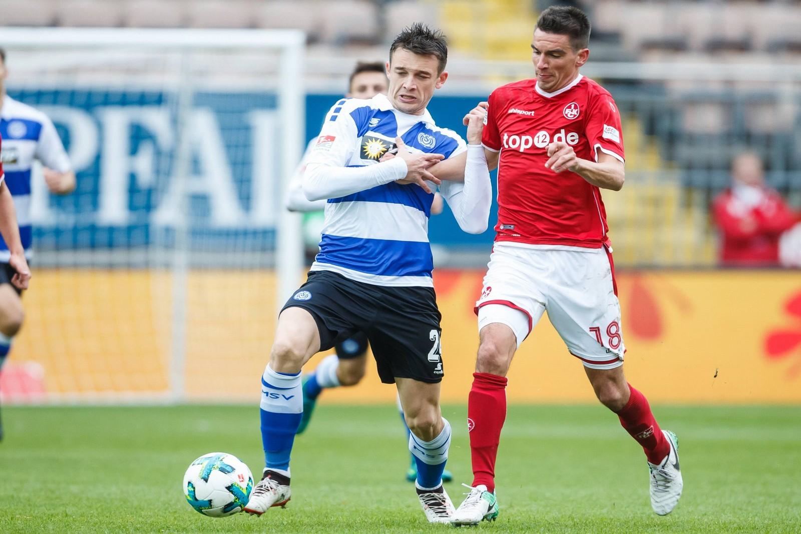 Boris Tashchy vom MSV Duisburg gegen Christoph Moritz vom 1. FC Kaiserslautern