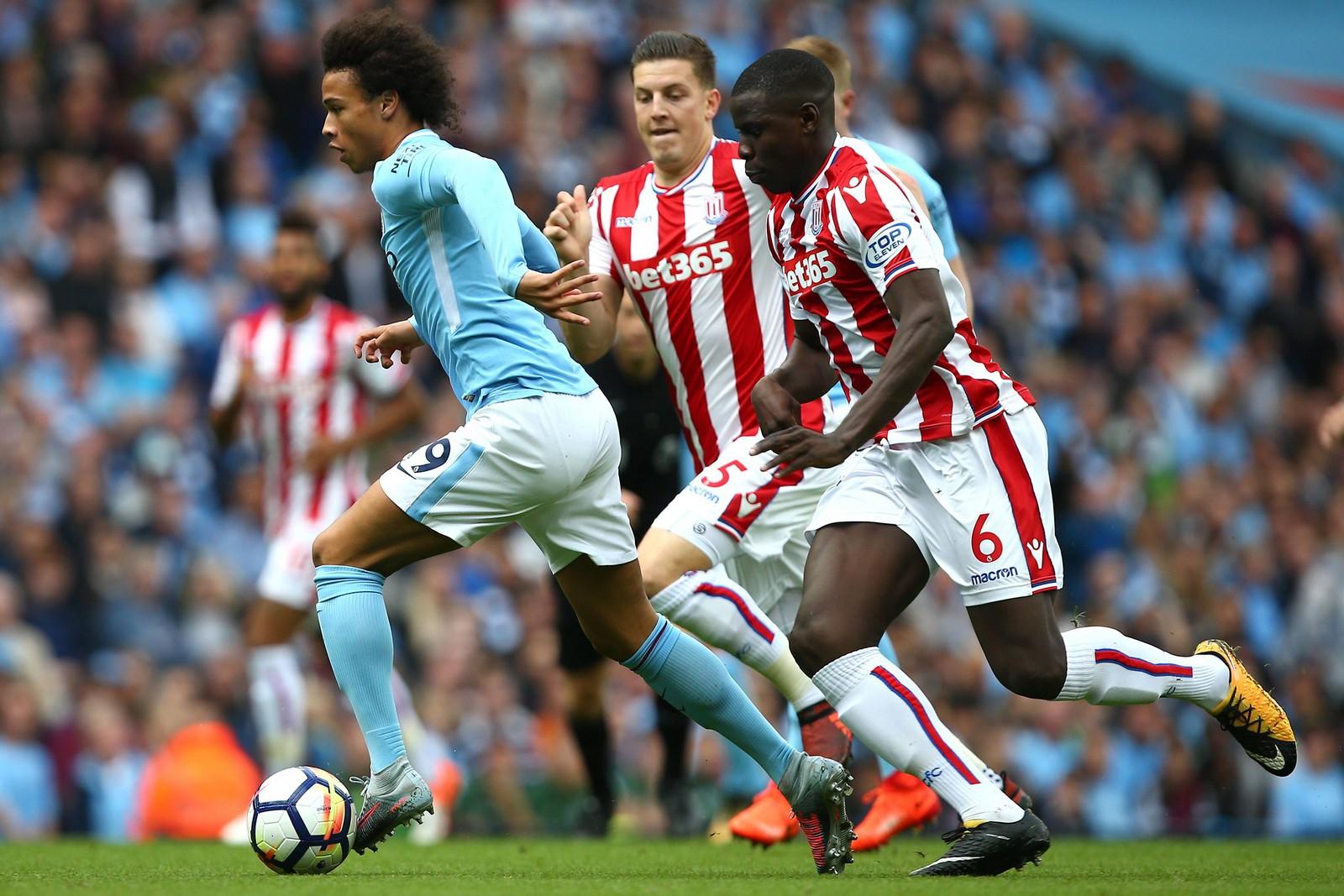 Leroy Sané von Manchester City gegen Kurt Zouma von Stoke City