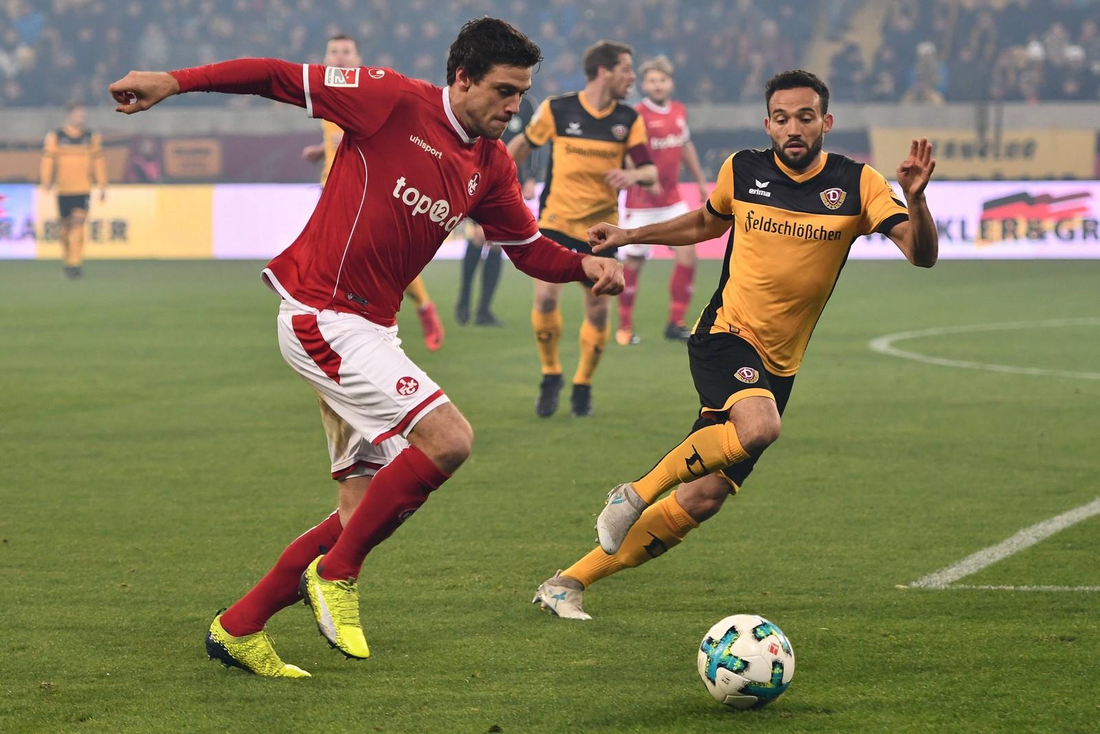 Benjamin Kessel vom 1. FC Kaiserslautern gegen Fabian Müller von Dynamo Dresden
