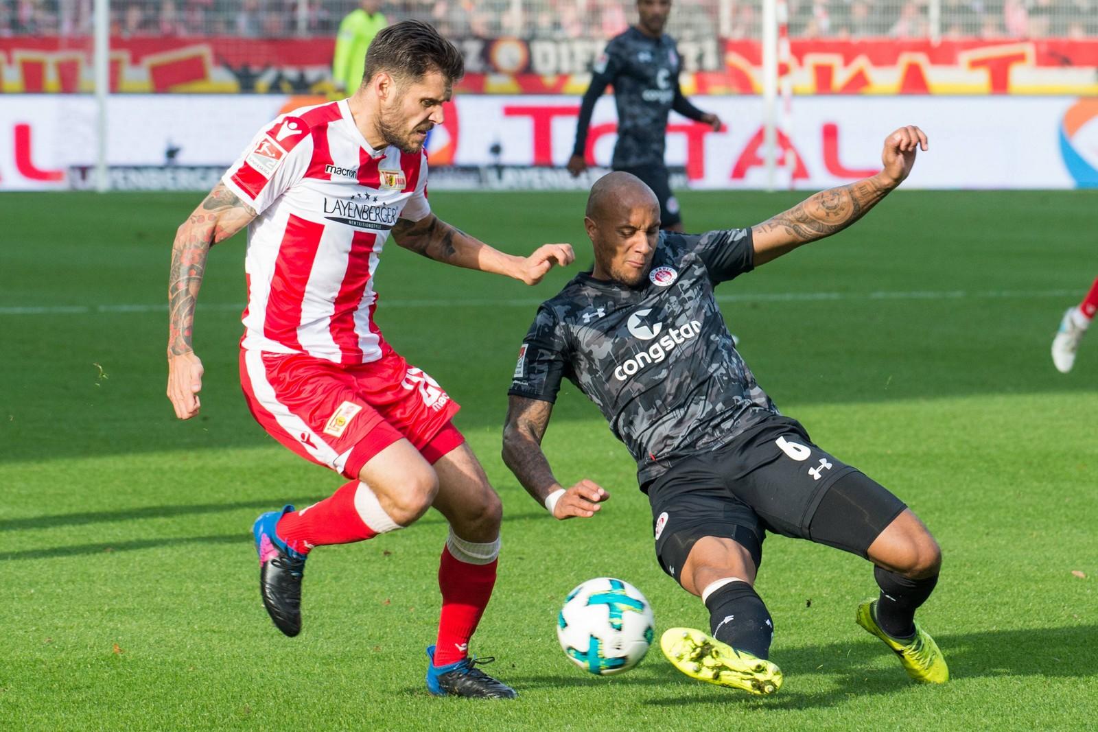 Christopher Trimmel von Union Berlin gegen Christopher Avevor vom FC St. Pauli