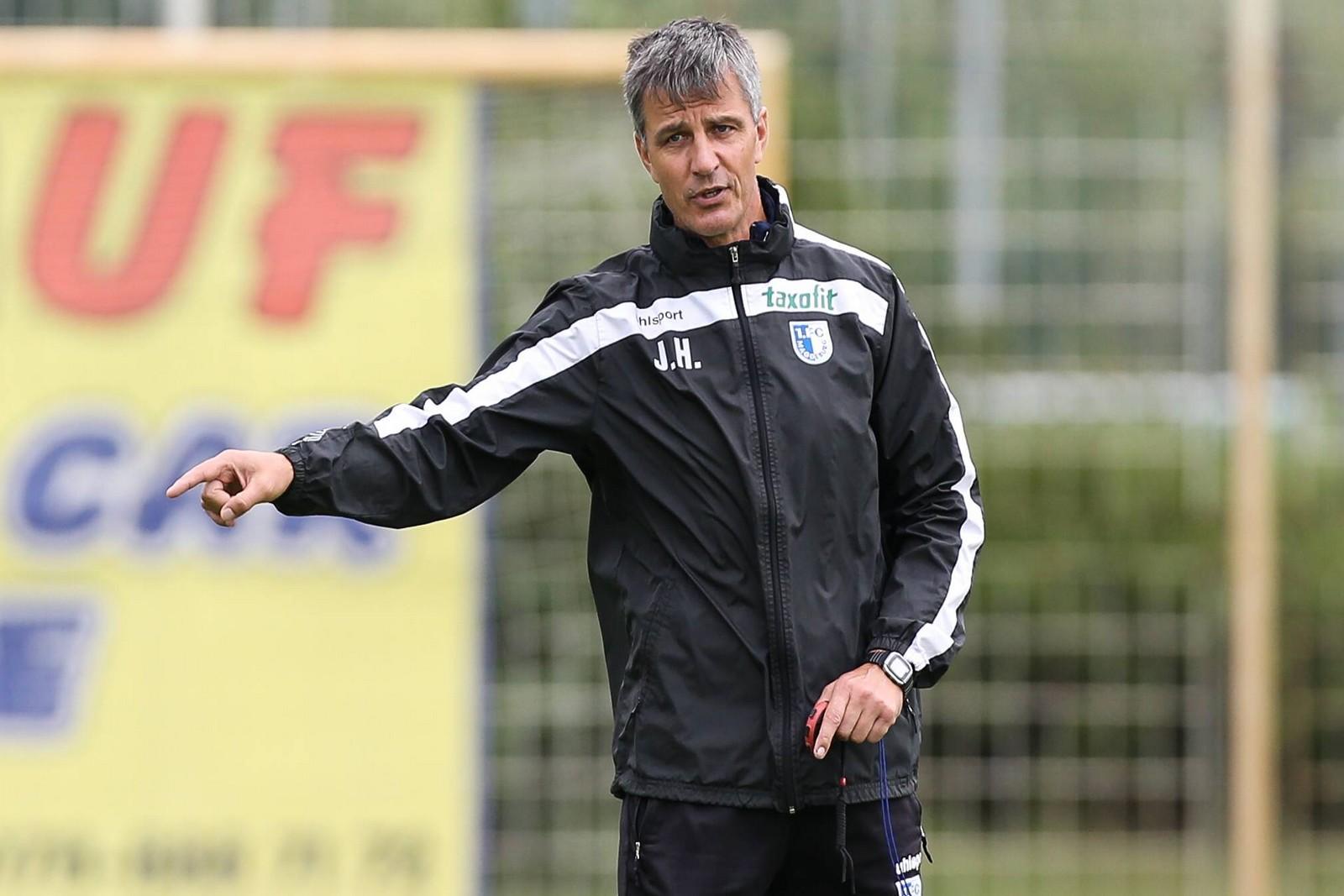 Magdeburgs Trainer Jens Härtel lässt sich vor dem Spiel gegen Dynamo Dresden nicht in die Karten schauen