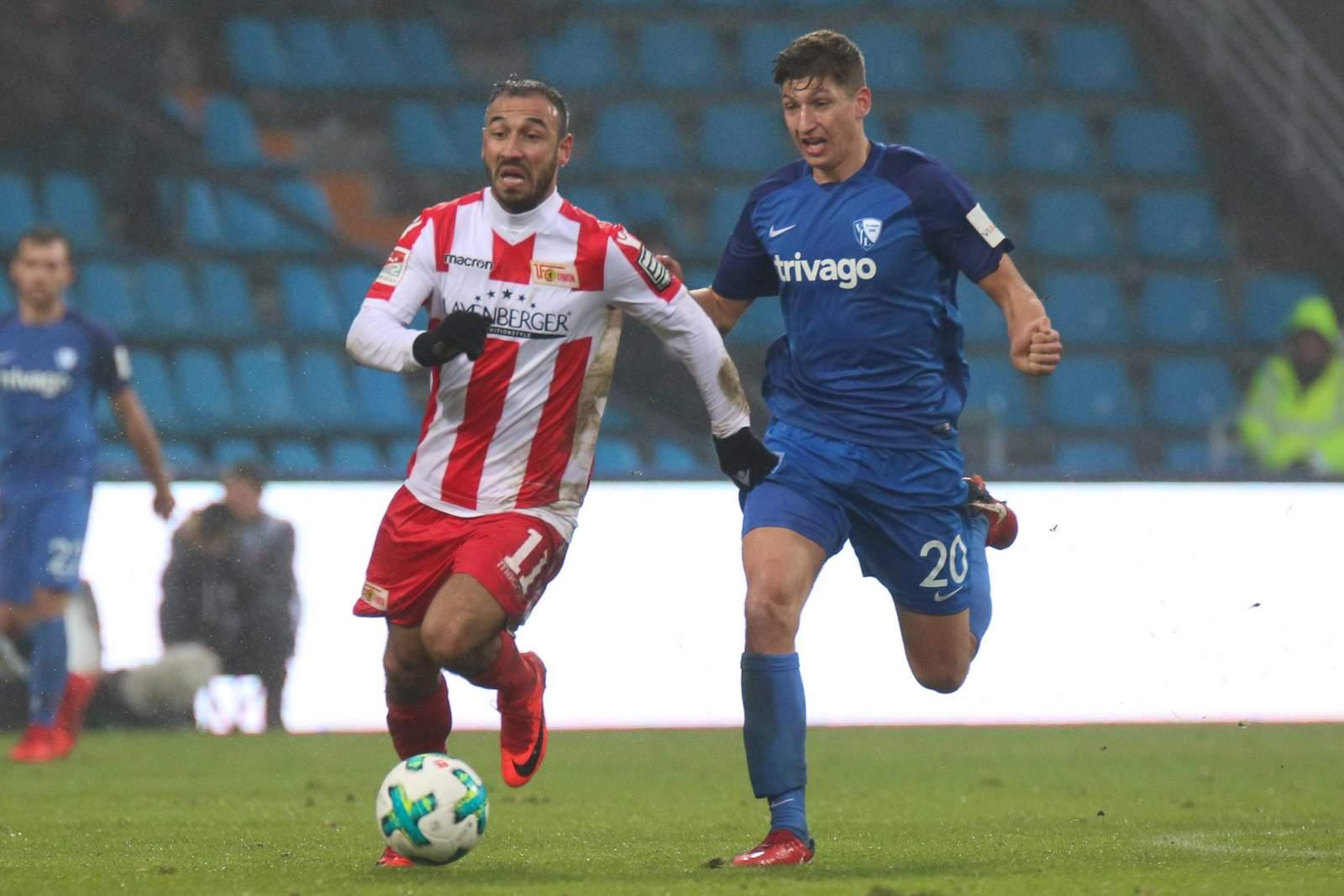 Akaki Gogia von Union Berlin gegen Vitaly Janelt vom VfL Bochum
