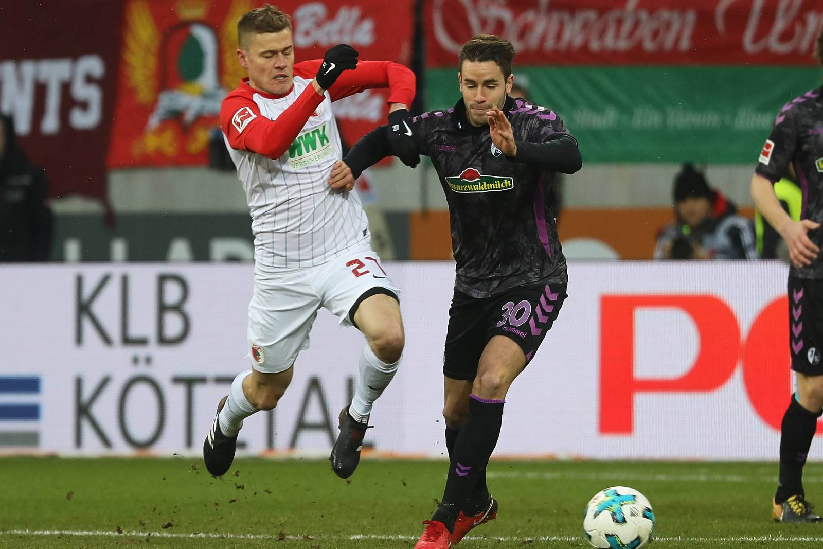 Alfred Finnbogasson gegen Christian Günter. Jetzt auf die Partie Augsburg gegen Freiburg wetten