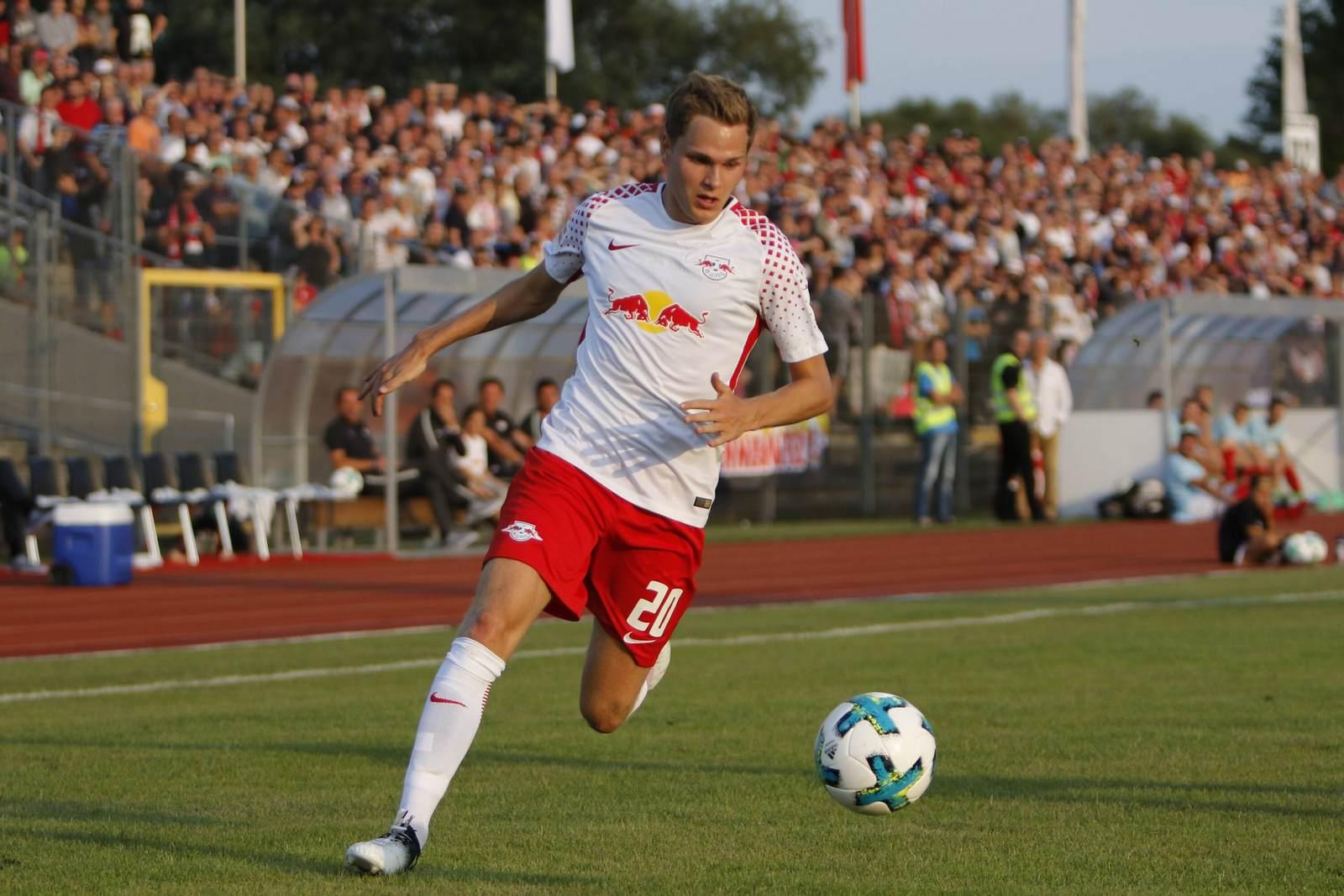 Benno Schmitz am Ball für RB Leipzig