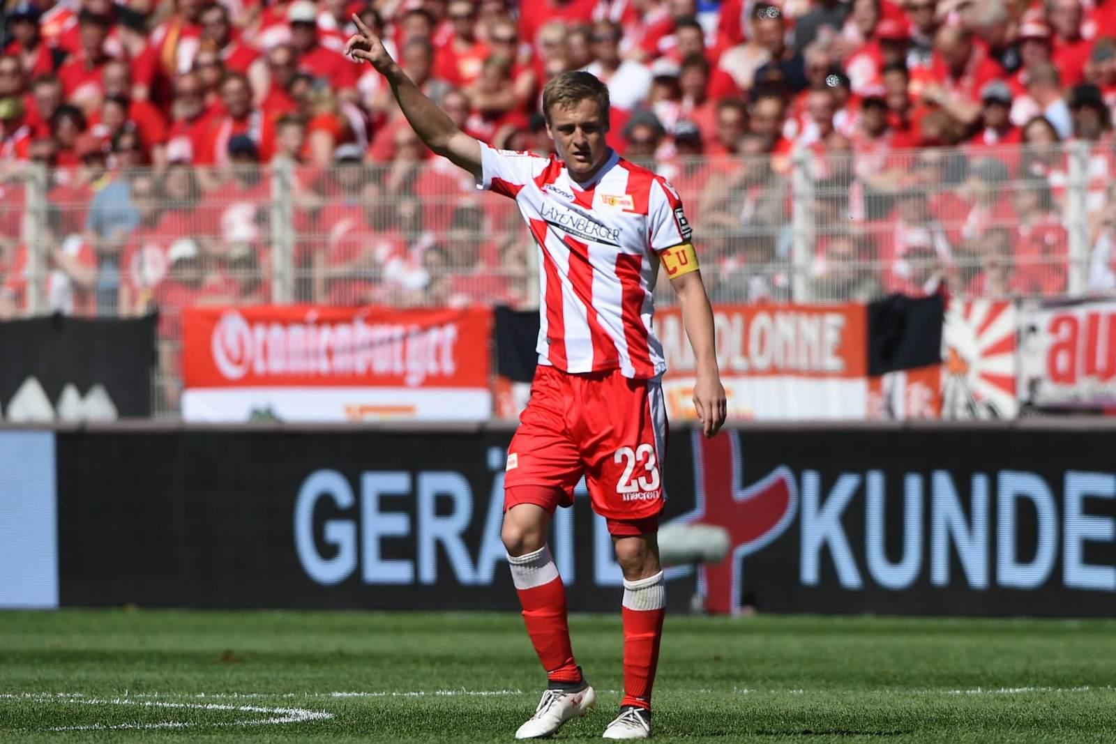 Felix Kroos dirigiert seine Mannschaft