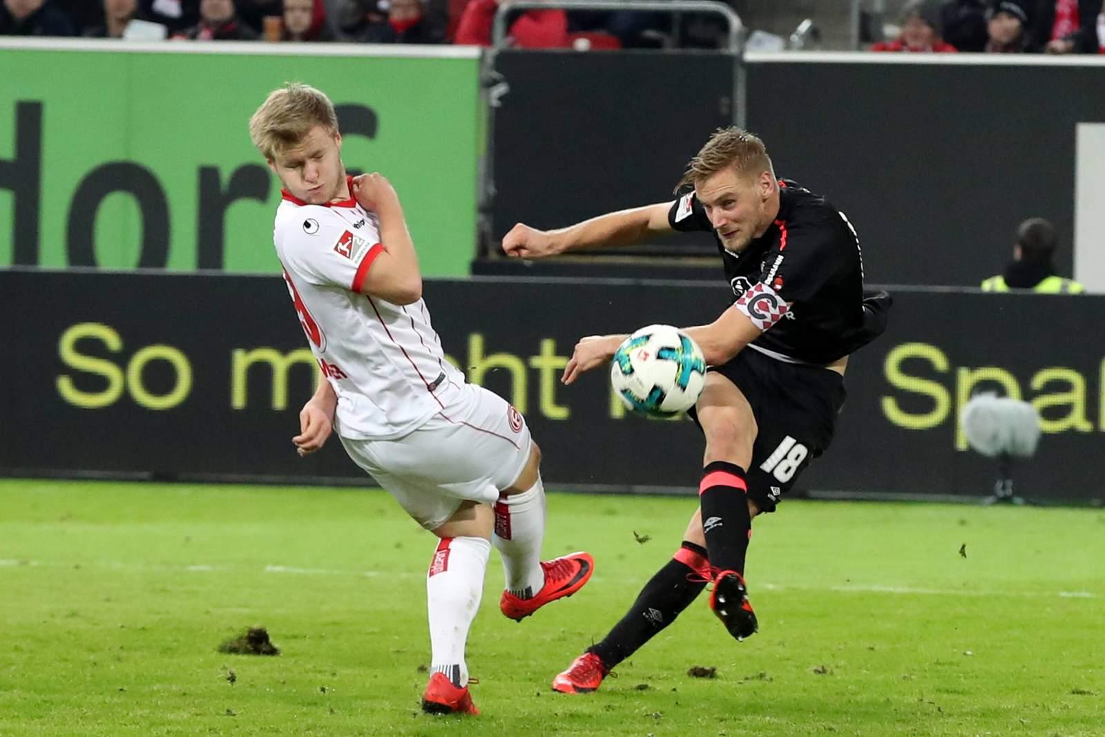 Hanno Behrens zieht vor Jean Zimmer ab. Jetzt auf Nürnberg gegen Düsseldorf wetten.