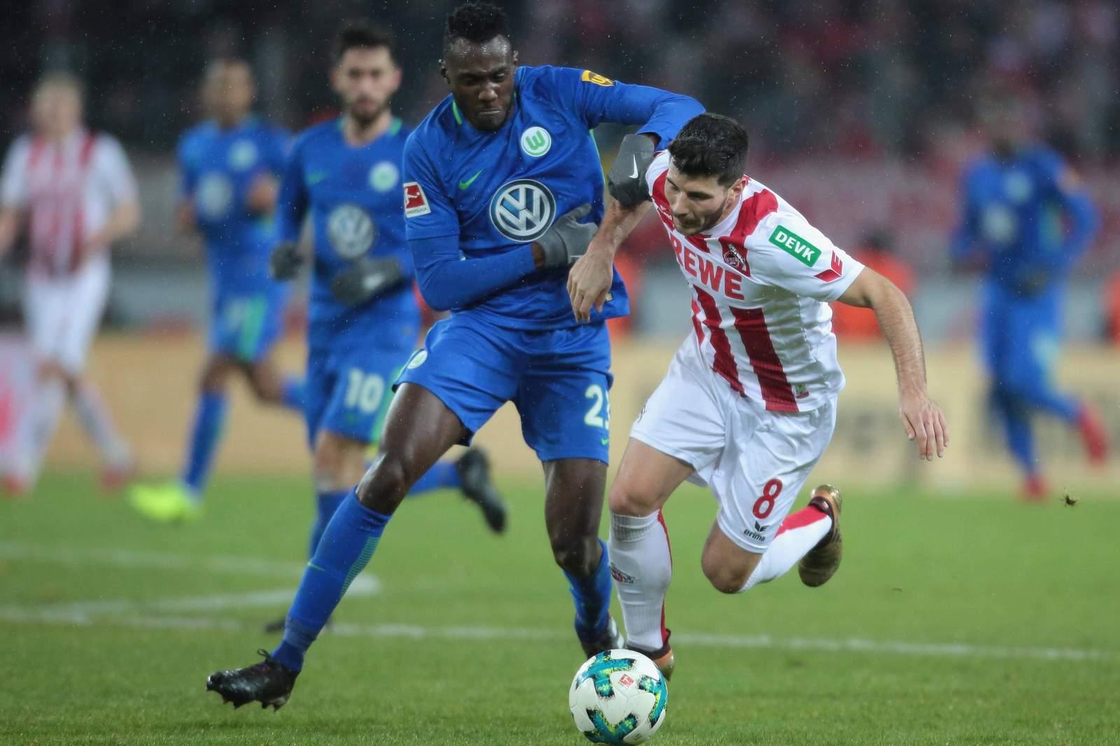Joshua Guilavogui im Zweikampf mit Milos Jojic. Jetzt auf Wolfsburg gegen Köln wetten.