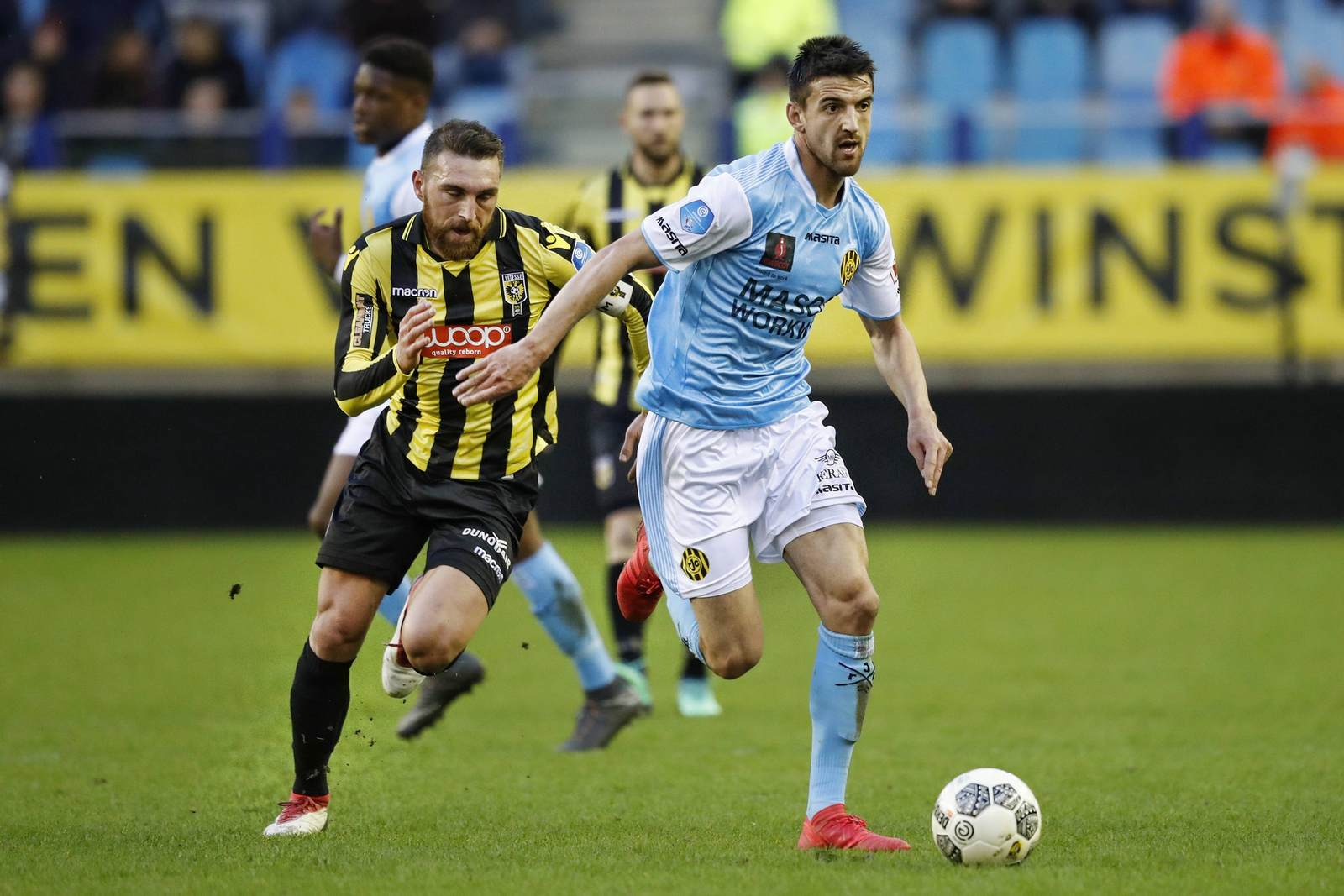 Ognjen Gnjatic am Ball für Roda Kerkrade